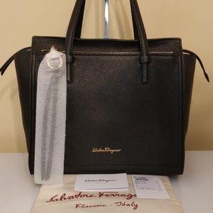 Salvatore Ferragamo Bags - Salvatore Ferragamo Amy Medium Bag Nero Black  Gold 7bbfa43d3c431